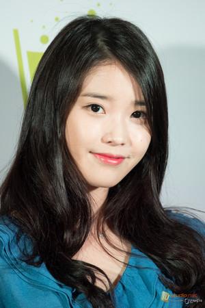 150410 IU at Hongdae Chamisul Event