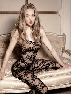 Amanda Seyfried پیپر وال possibly with tights, a leotard, and a maillot called Amanda Seyfried