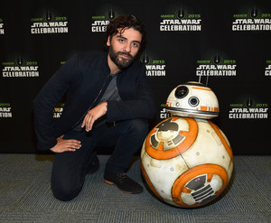 BB-8 and Oscar Isaac at The bintang Wars Celebration