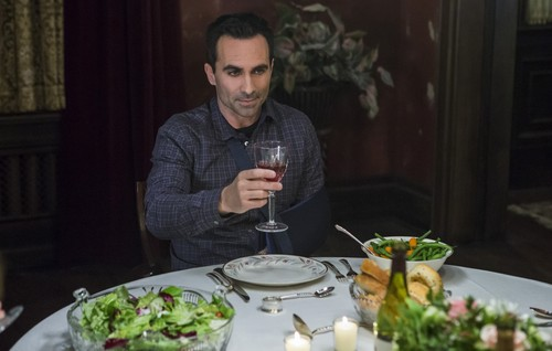 "Bates Motel karatasi la kupamba ukuta with a dinner, an antipasto, and a holiday chajio, chakula cha jioni titled Bates Motel ""The Last Supper"" (3x07) promotional picture"