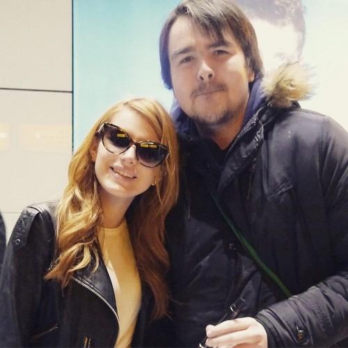 বেলা থর্নে দেওয়ালপত্র containing sunglasses called Bella Thorne