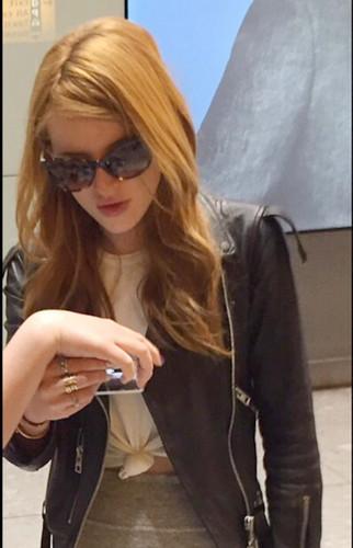 bella thorne fondo de pantalla containing sunglasses called Bella Thorne