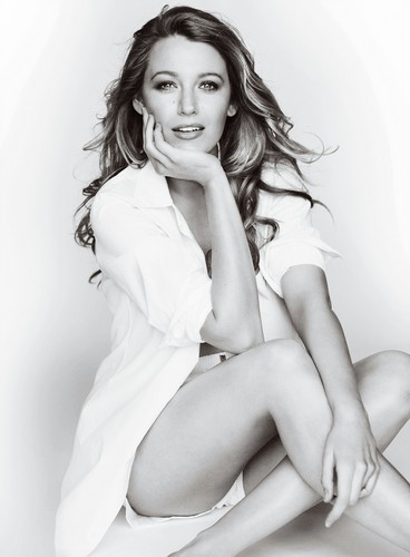 Blake Lively wallpaper probably with bare legs and skin called Blake Lively!