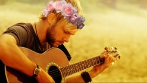Charlie with a bloem crown