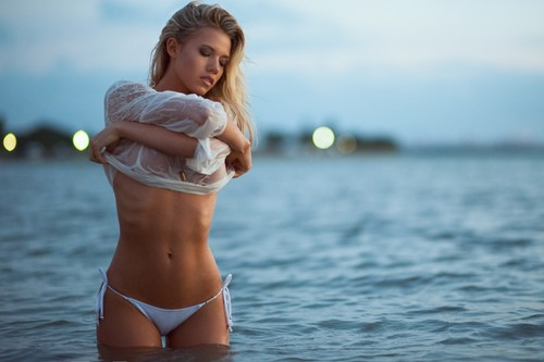 charlotte McKinney wallpaper probably with a bikini and skin called charlotte McKinney