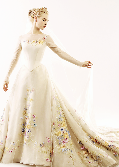 Cinderella 39 s wedding ress cinderella 2015 photo for Cinderella wedding dress up