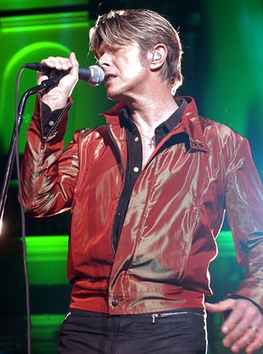 Дэвид Боуи Обои containing a концерт and a guitarist entitled David Bowie