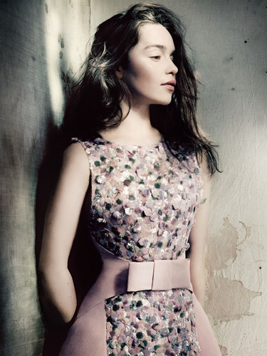 Emilia Clarke Hintergrund titled Emilia for Vogue Magazine