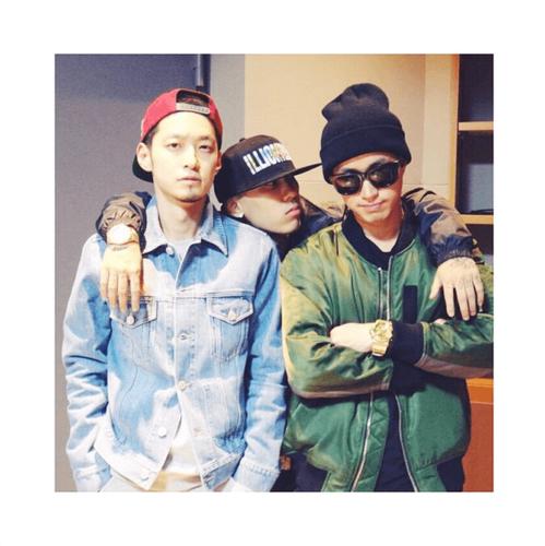 Epik High Обои entitled Epik High's Tablo takes a фото with fellow 'Show Me The Money' producers