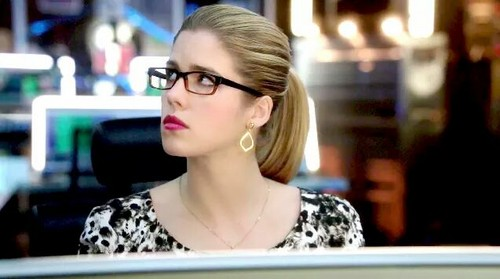 Felicity Smoak kertas dinding possibly containing a portrait titled Felicity Smoak