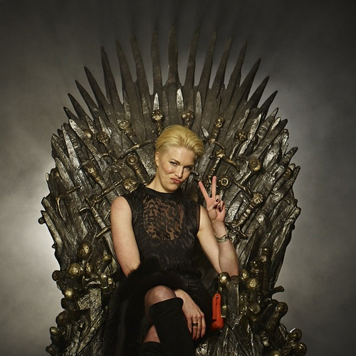Game of Thrones karatasi la kupamba ukuta containing a kiti cha enzi called Hannah Waddingham