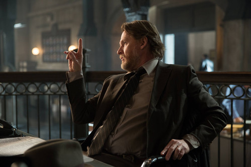 Gotham Обои containing a business suit and a suit titled Gotham - Episode 1.19 - Beasts of Prey