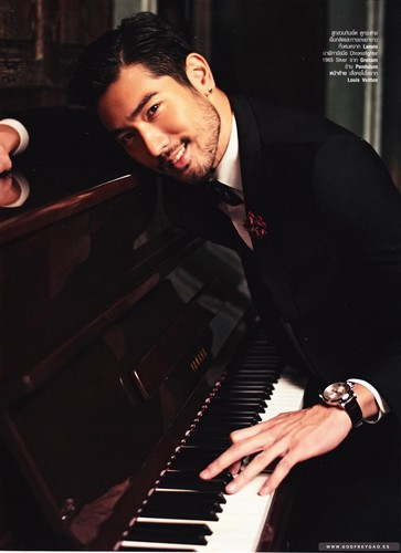 Godfrey Gao fondo de pantalla containing a pianist called Harper's Bazaar Thailand