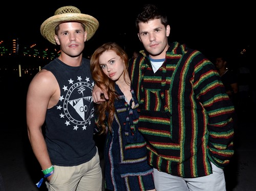 Holland Roden fond d'écran containing a snap brim hat, a campaign hat, and a boater entitled Holland at the Paper Magazine Presents Neon Carnival (11/04/15)