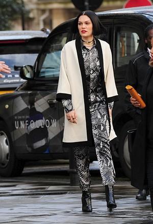 Jessie J bus কোঁচ, gig