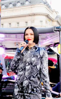 Jessie J bus concierto