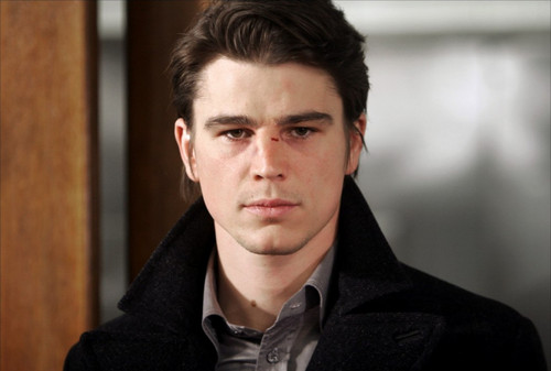Josh Hartnett achtergrond probably containing a business suit, an overgarment, and an outerwear called Josh Hartnett