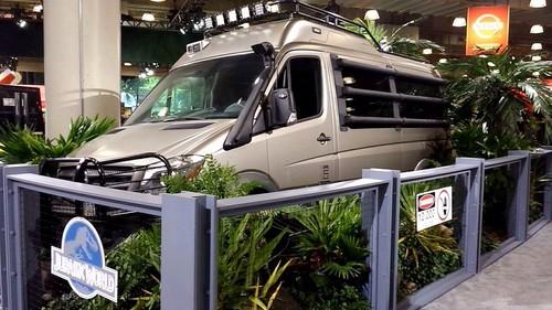 Jurassic World kertas dinding titled Jurassic World Jeep