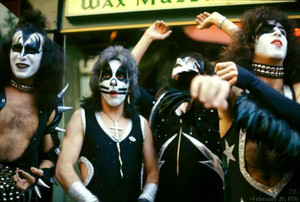 KISS ~Grauman's Chinese Theatre ~February 20, 1976