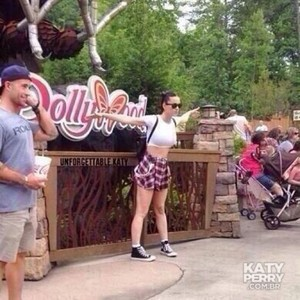 Katy Perry Visiting Dollywood