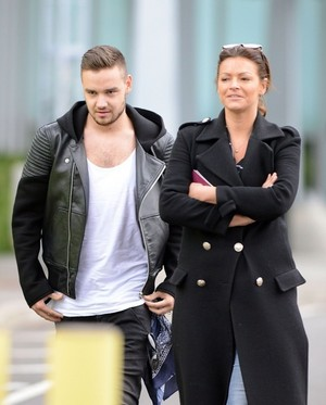 Liam At the airport in Londres