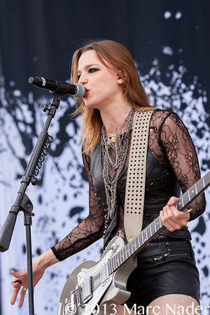 Lzzy Hale canto on the concierto