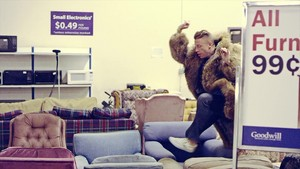 Macklemore - Thrift 商店 {Music Video}