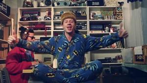 Macklemore - Thrift duka {Music Video}