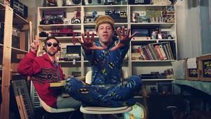 Macklemore - Thrift tindahan {Music Video}