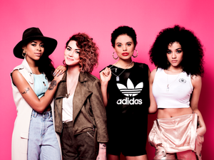 Neon Jungle are supporting @cr_uk سے طرف کی wearing their limited edition @raceforlife dog ٹیگز