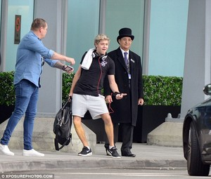 Niall At the airport in লন্ডন