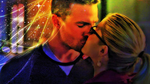 Oliver and Felicity वॉलपेपर