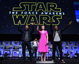Oscar Isaac, デイジー Ridley and John Boyega at The 星, つ星 Wars Celebration