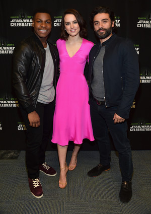 Oscar Isaac, bunga aster, daisy Ridley and John Boyega at The bintang Wars Celebration