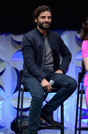 Oscar Isaac at The ngôi sao Wars Celebration