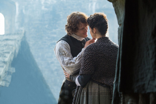 "Outlander 2014 TV Series karatasi la kupamba ukuta called Outlander ""By the Pricking of My Thumb"" (1x10) promotional picture"