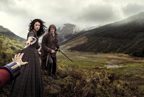 Outlander 2014 TV Series karatasi la kupamba ukuta entitled Outlander Season 1b Official Poster