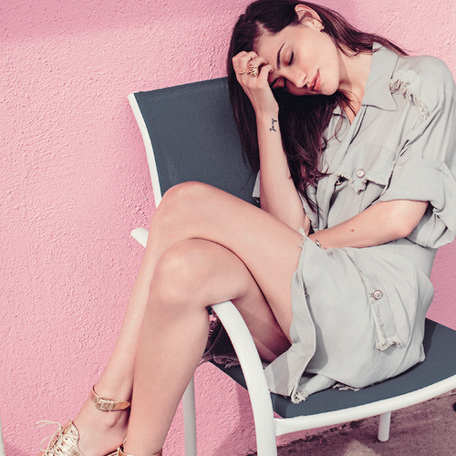 Phoebe Tonkin Обои with bare legs called Phoebe Tonkin Photographed for Beau Grealy Elle Australia, March 2015