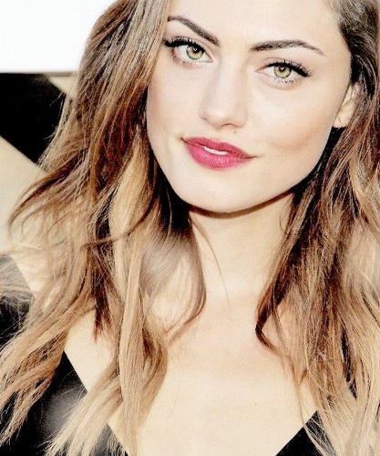 Phoebe Tonkin wallpaper containing a portrait titled Phoebe Tonkin