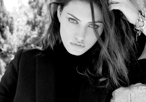 Phoebe Tonkin Обои possibly containing a portrait titled Phoebe Tonkin