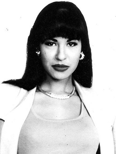 Selena Quintanilla-Pérez wallpaper probably containing a portrait called Queen Selena ♥