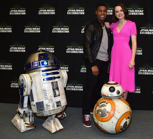 R2D2 BB-8 John Boyega and daisy Ridley at The nyota Wars Celebration