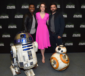 R2D2 and BB-8 at The 星, つ星 Wars Celebration