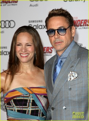 Robert Downey Jr. Форс-мажоры Up For 'Avengers: Age of Ultron' Premiere