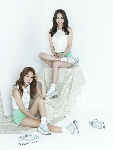 SISTAR (씨스타) wallpaper probably containing skin titled SISTAR in 'Skechers' for spring