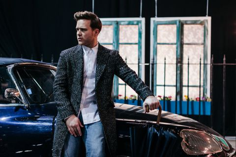 Olly Murs wallpaper containing a business suit and a well dressed person entitled Seasons - Behind the Scenes