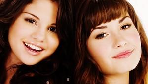 Selena Gomez und Demi Lovato