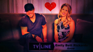 Stephen Amell and Emily Bett Rickards kertas dinding