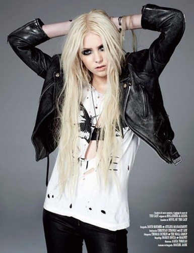 taylor momsen fondo de pantalla probably containing a hip boot, a well dressed person, and an outerwear called Taylor Momsen