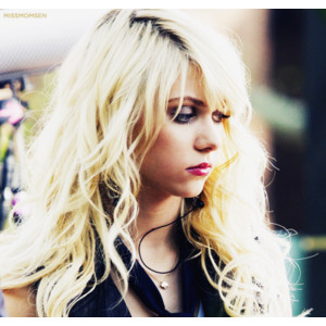 Taylor Momsen wallpaper with a portrait entitled Taylor Momsen